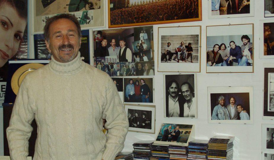 Mimmo D'Alessandro nel suo ufficio