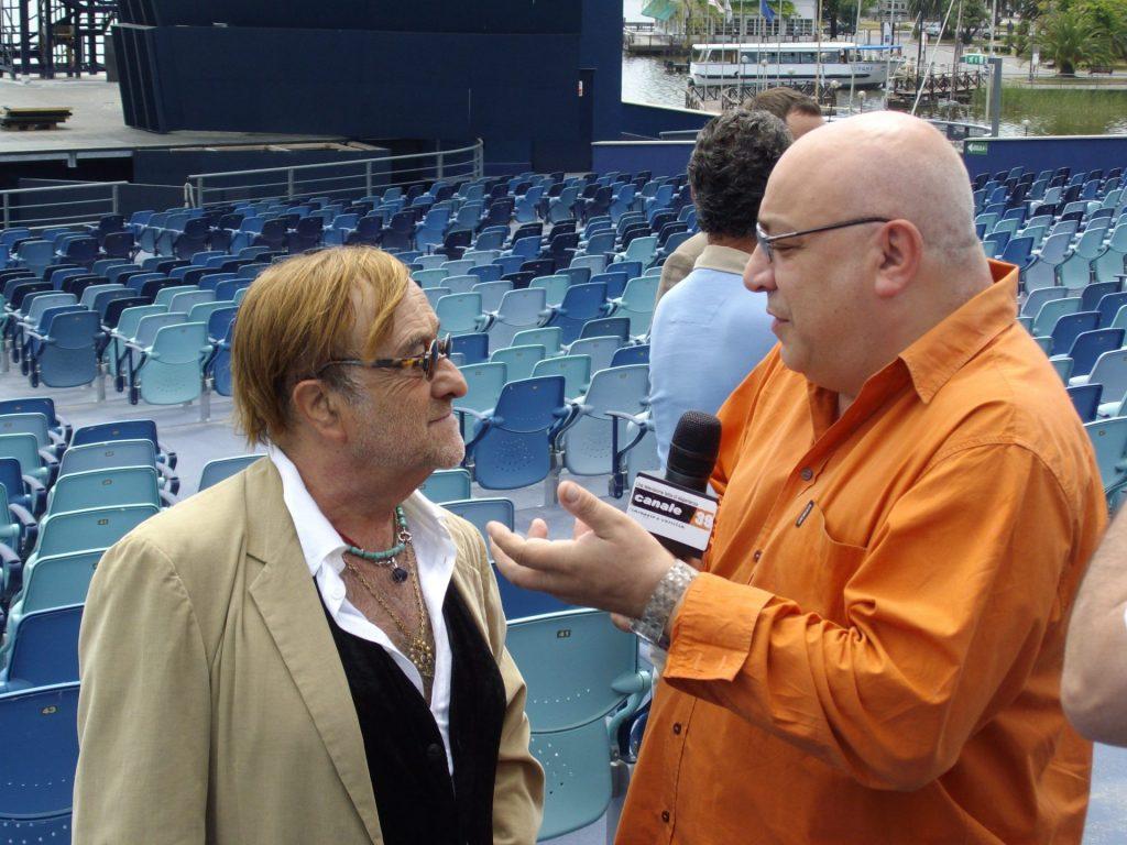 Lucio Dalla intervistato da Michele Piccoli al Gran Teatro Puccini a Torre del Lago