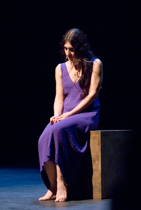 elisabetta salvatori in viola