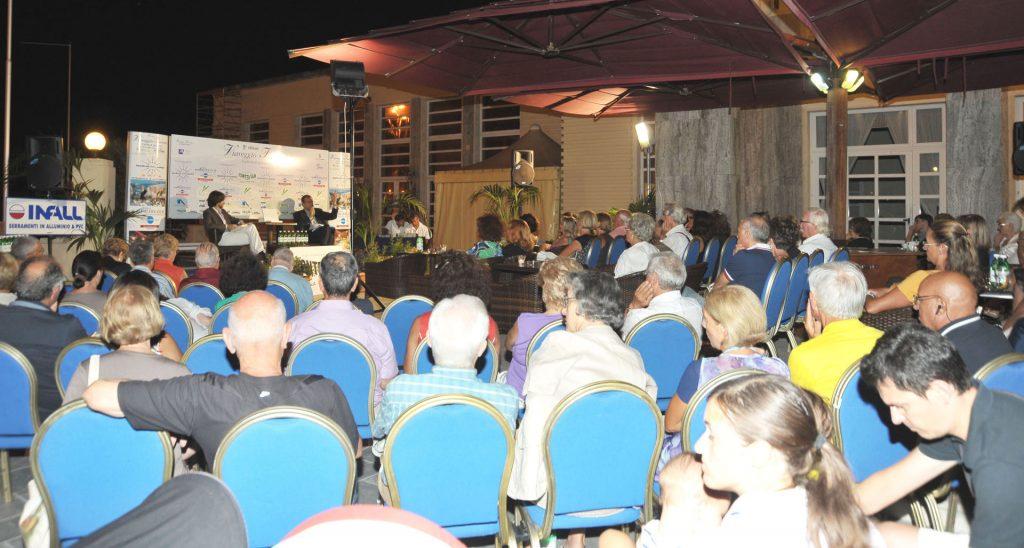 Michele Cucuzza e il pubblico di Viareggio Incontri