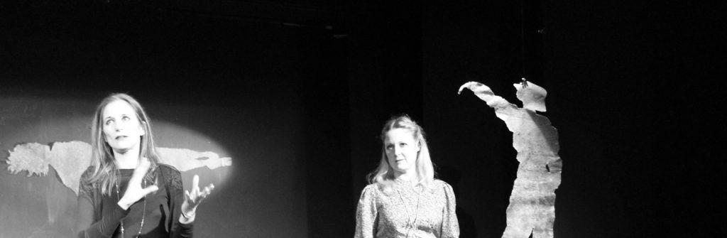 5 Chiara Pasetti con Lisa Galantini, dopo la lettura teatrale Luce Bianca, scritta da Chiara, Teatro Garage Genova, 2018