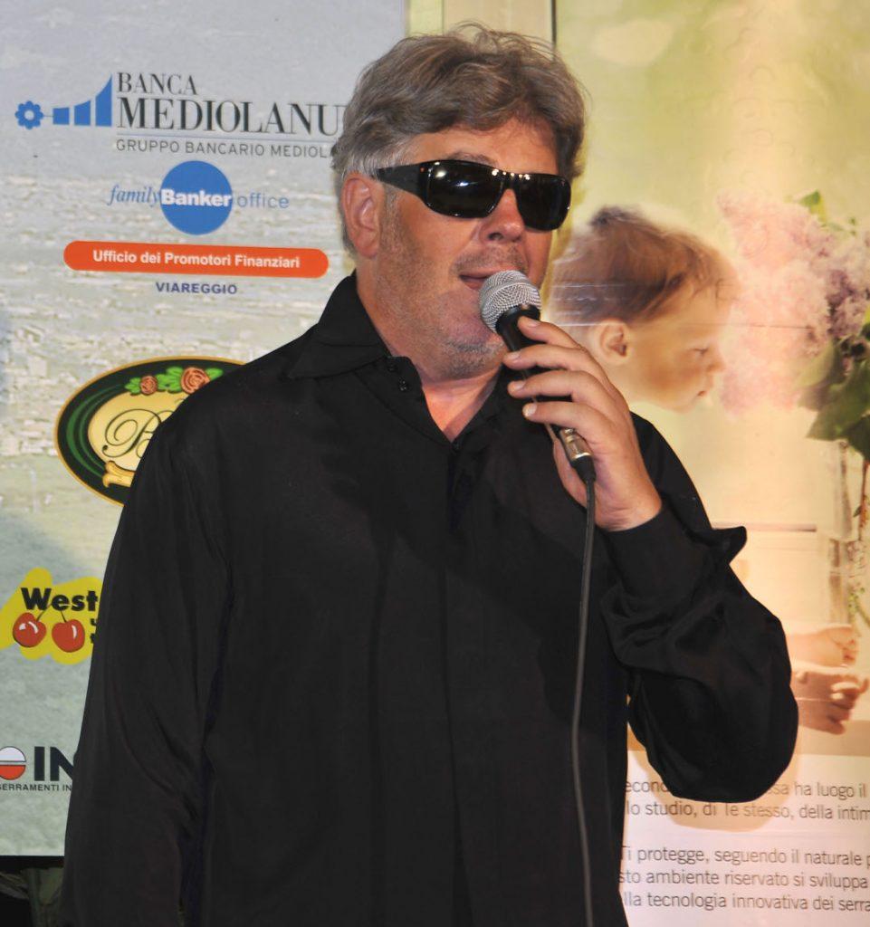 Aleandro Baldi sul palco di Viareggio Incontri