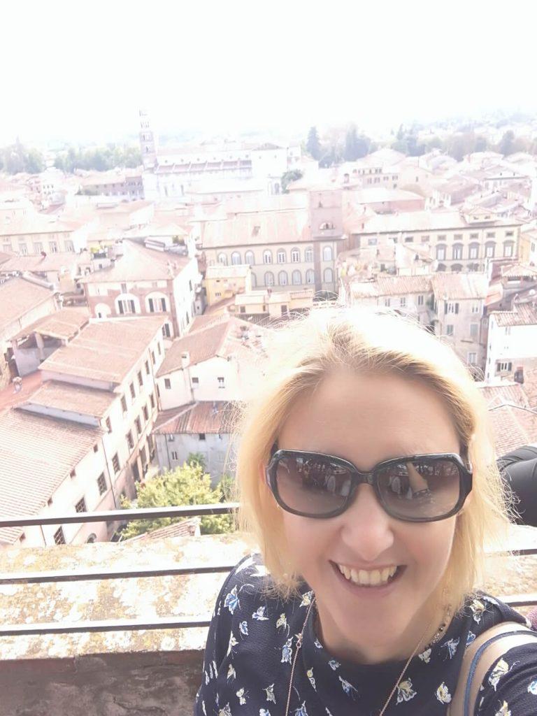 blogger raffaella martini a lucca torre guinigi ok