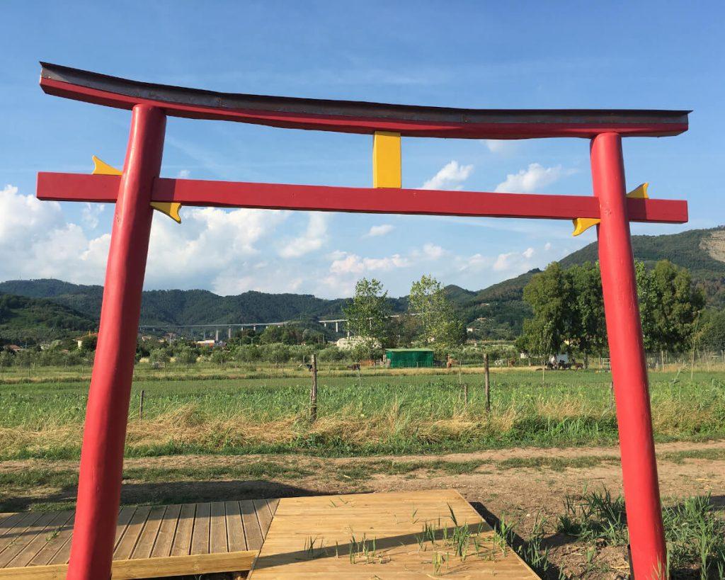 21 podere lovolio massarosa fondazione pomara scibetta l'arco di ingresso alla pagoda galleggiante