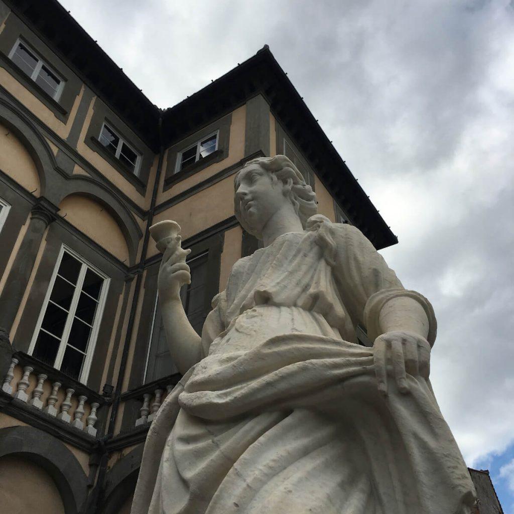 8 dettagli di toscana palazzo pfanner lucca