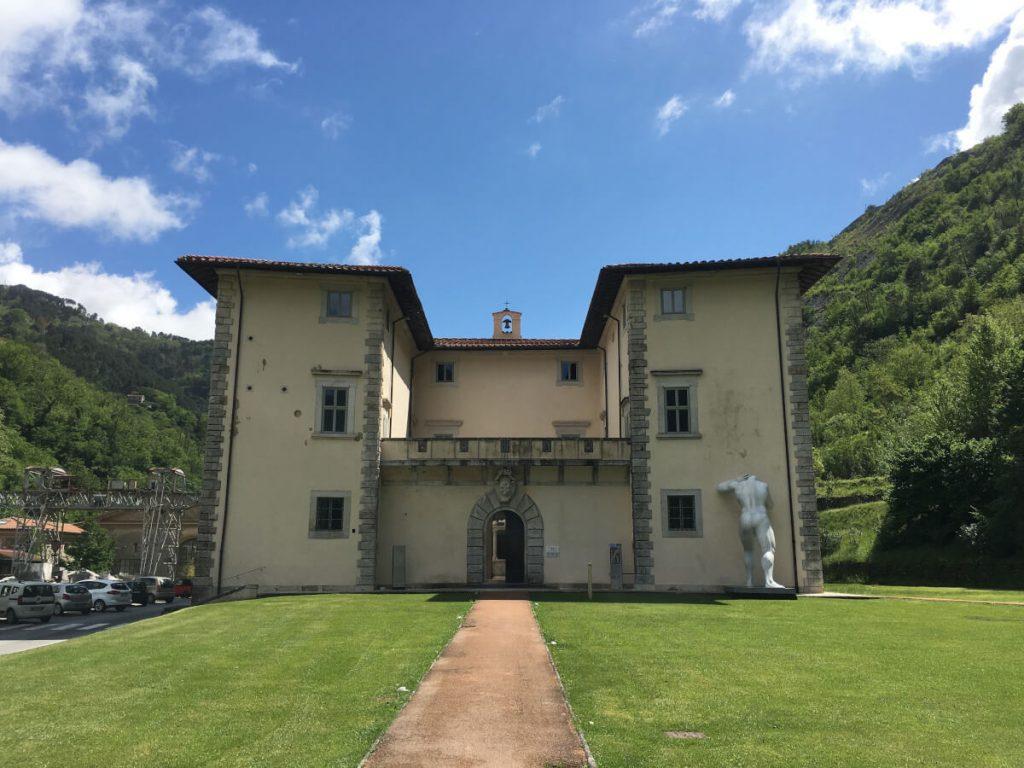 Mr. Arbitrium di Emanuele Giannelli a Palazzo Mediceo di Seravezza FOTO DI CINZIA DONATI